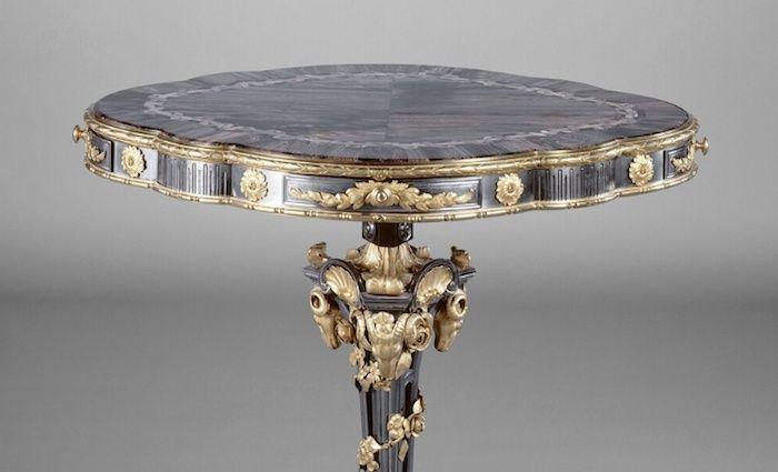 Collection de Marie-Antoinette d'objets et meubles en bois pétrifié  Captu192