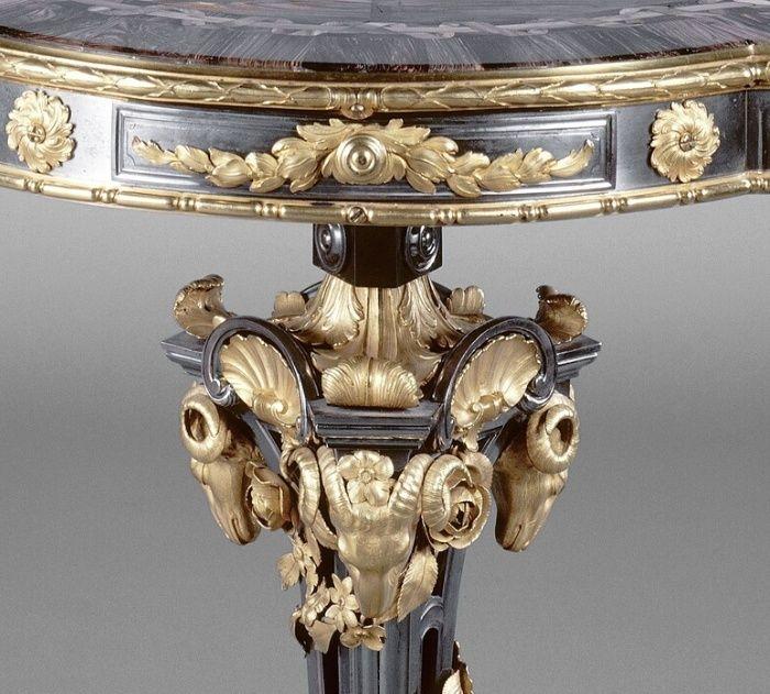 Collection de Marie-Antoinette d'objets et meubles en bois pétrifié  Captu193