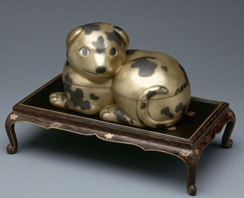 Collection de Marie-Antoinette d'objets et meubles en bois pétrifié  Captu195
