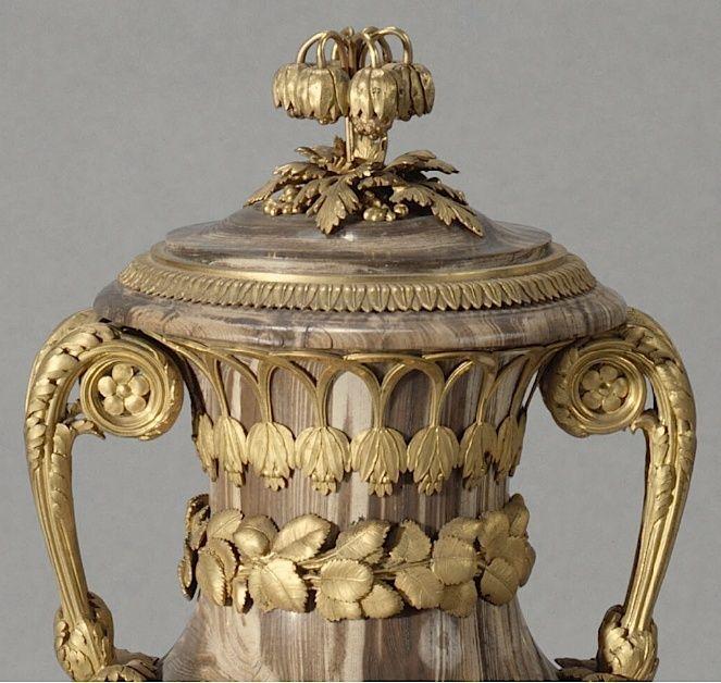 Collection de Marie-Antoinette d'objets et meubles en bois pétrifié  Captu197