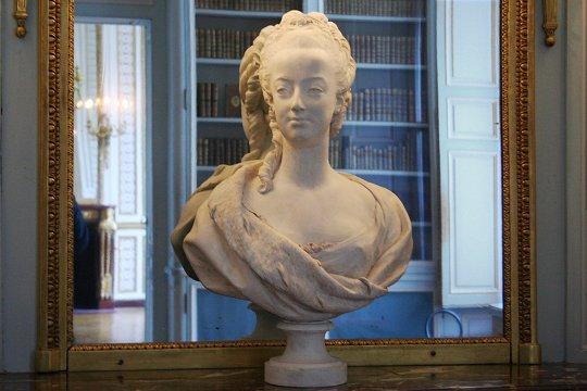 Marie Antoinette, par (et d'après) Louis-Simon Boizot D_apry11