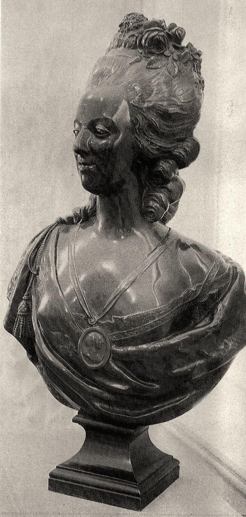 Bustes de Marie Antoinette par et d'après Félix Lecomte Eai_ea10
