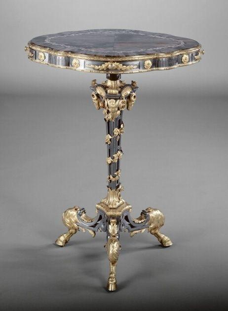 Collection de Marie-Antoinette d'objets et meubles en bois pétrifié  Guerid10