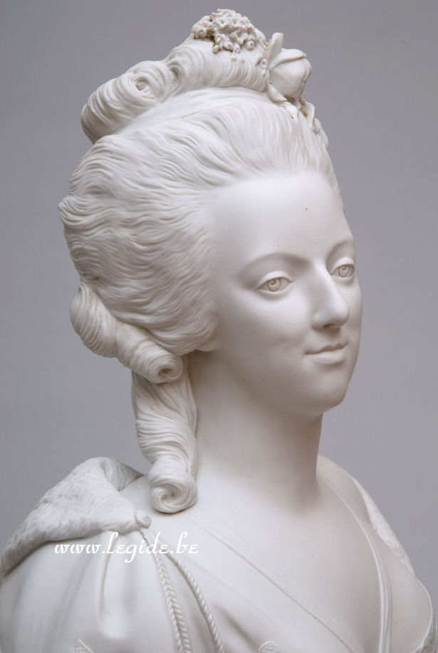 Bustes de Marie Antoinette par et d'après Félix Lecomte L_egid11