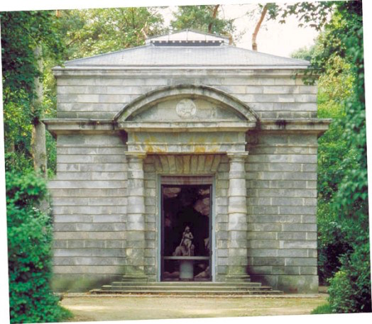 Service de Marie-Antoinette pour Rambouillet en porcelaine de Sèvres Laiter12