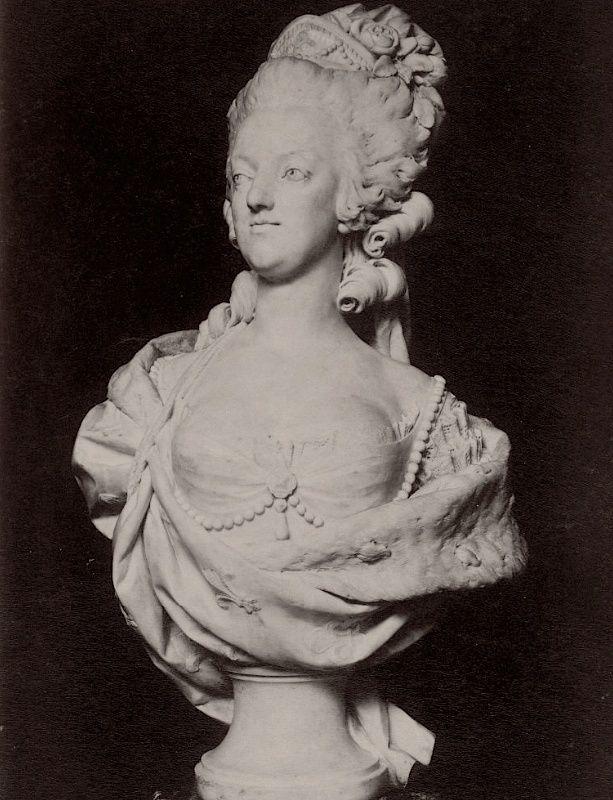 Marie Antoinette, par (et d'après) Louis-Simon Boizot Marbre10