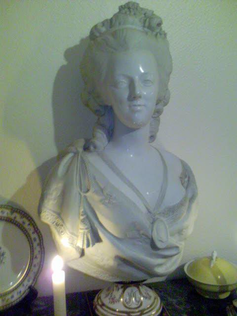 Bustes de Marie Antoinette par et d'après Félix Lecomte Marie-13