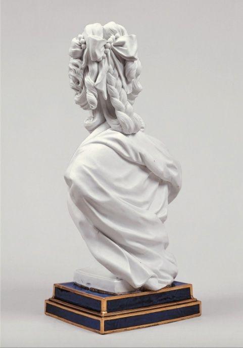 Marie Antoinette, par (et d'après) Louis-Simon Boizot Marie_21