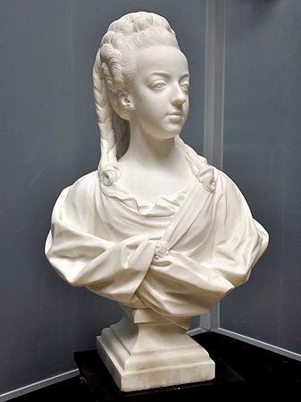 Buste de Marie-Antoinette par Jean-Baptiste Lemoyne Marie_28