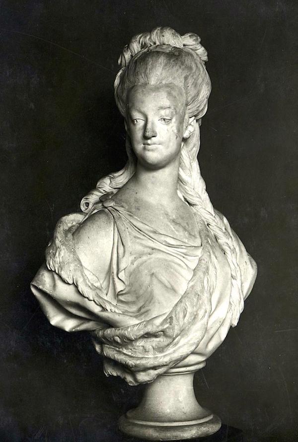 Marie Antoinette, par (et d'après) Louis-Simon Boizot Marie_32