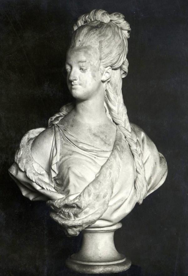 Marie Antoinette, par (et d'après) Louis-Simon Boizot Marie_33