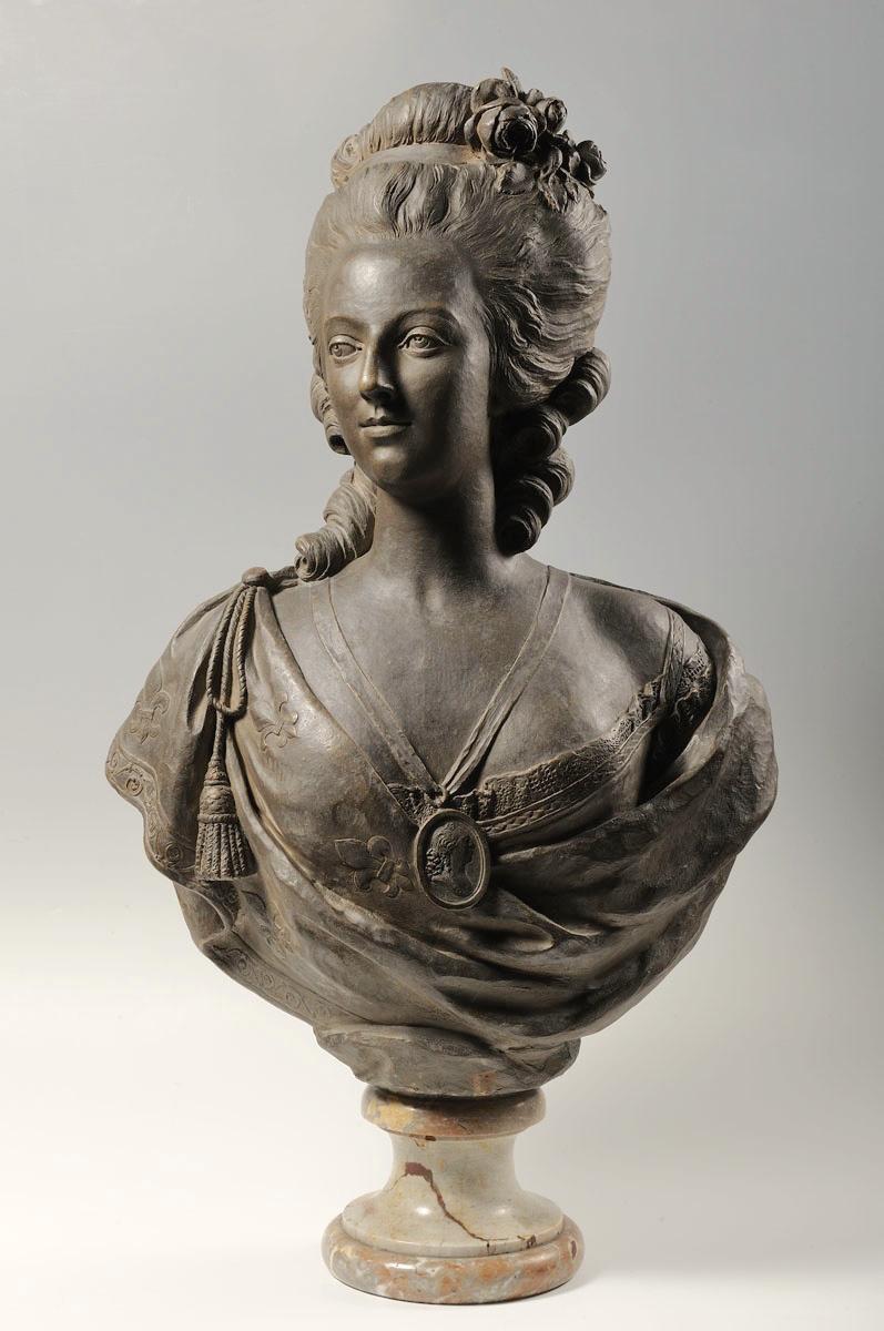 Bustes de Marie Antoinette par et d'après Félix Lecomte Marie_49