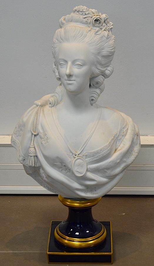 Bustes de Marie Antoinette par et d'après Félix Lecomte Marie_50