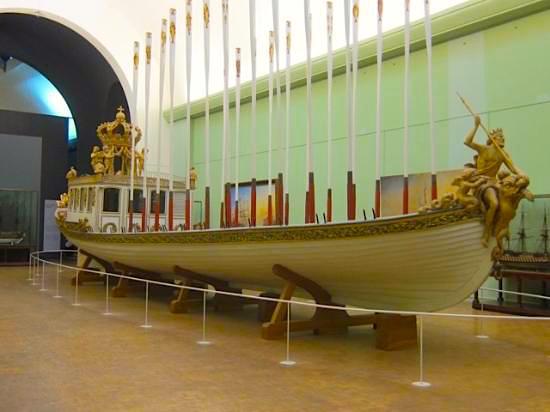 Le canot de promenade de Marie-Antoinette à Versailles Musee-10