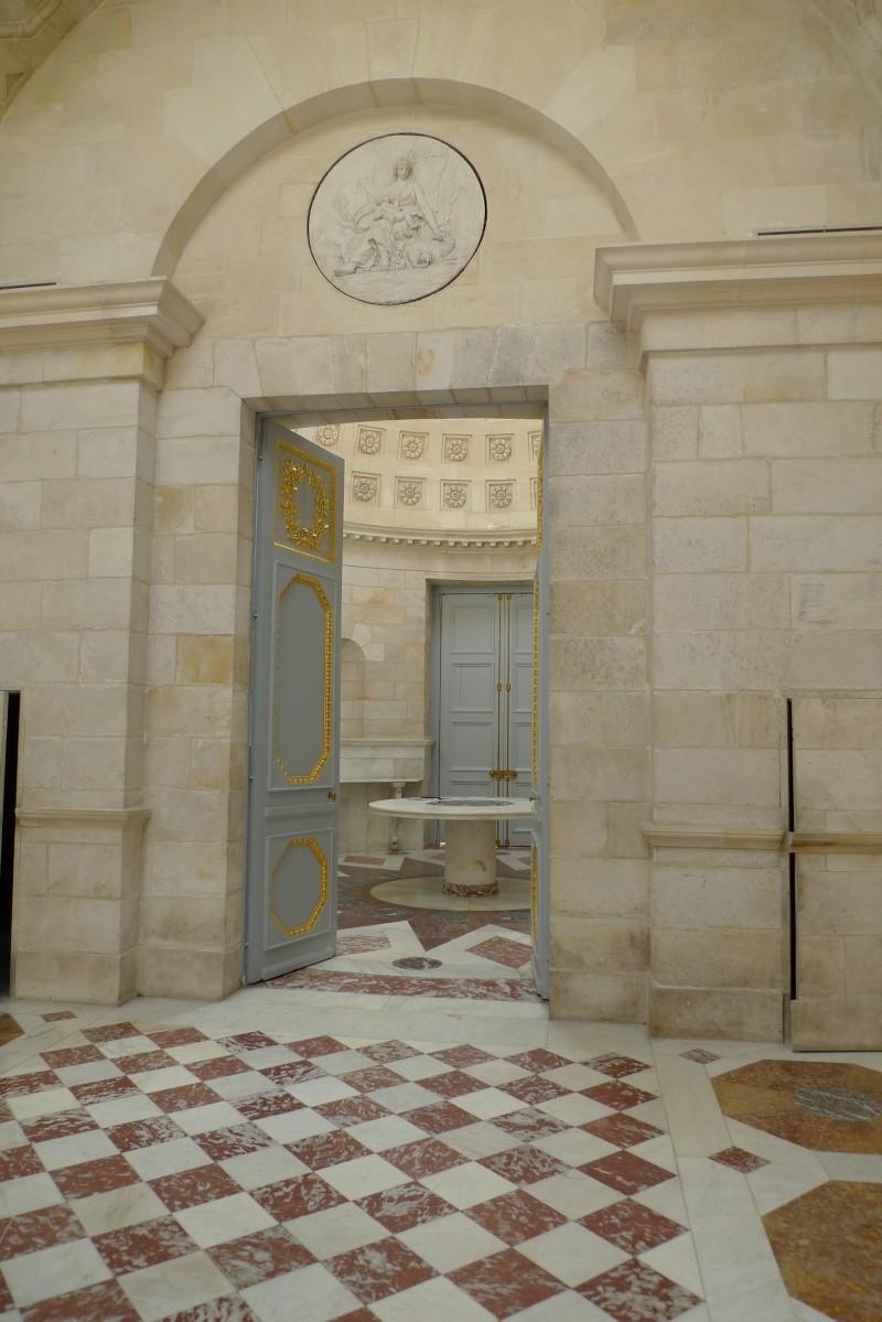 Service de Marie-Antoinette pour Rambouillet en porcelaine de Sèvres P1080310