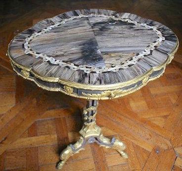 Collection de Marie-Antoinette d'objets et meubles en bois pétrifié  Photo112