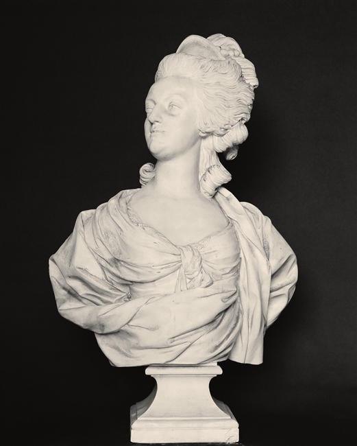 Bustes de Marie Antoinette par et d'après Félix Lecomte Simon-11