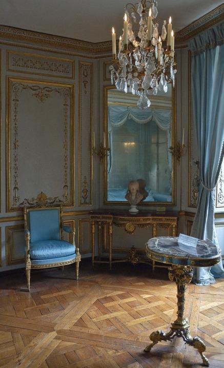Collection de Marie-Antoinette d'objets et meubles en bois pétrifié  Tumblr15