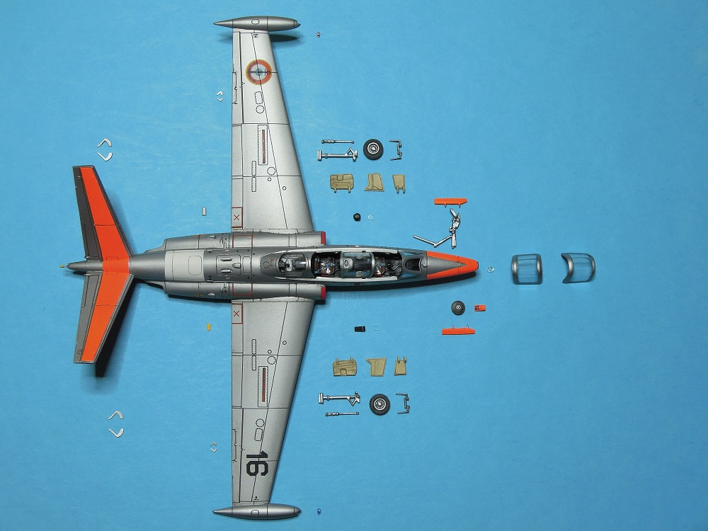 Fouga CM-175 Zéphyr-Spécial Hobby-1/72° (terminé) - Page 5 Dscn8716