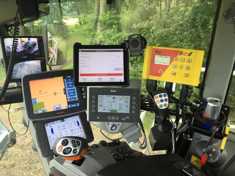 Satelitske navigacije za traktore 10444710