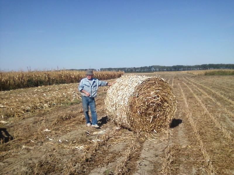 Baliranje kukuruzovine rolo  bale 414