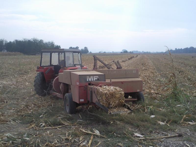 Baliranje kukurozovine kockaste bale Foto0710