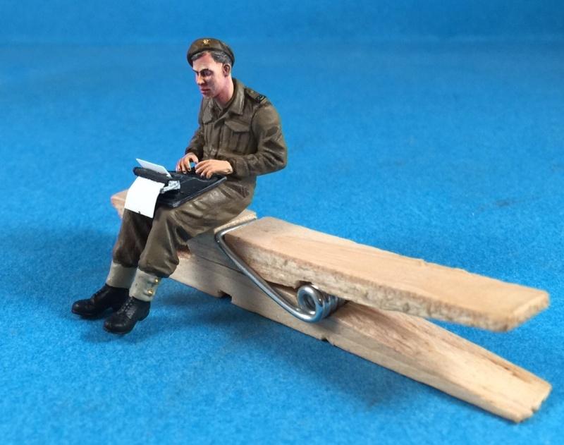 "La BBC en action - ""Humber staff car"" Accurate Armour + figurines Bronco et scratch - 1/35 Image17"
