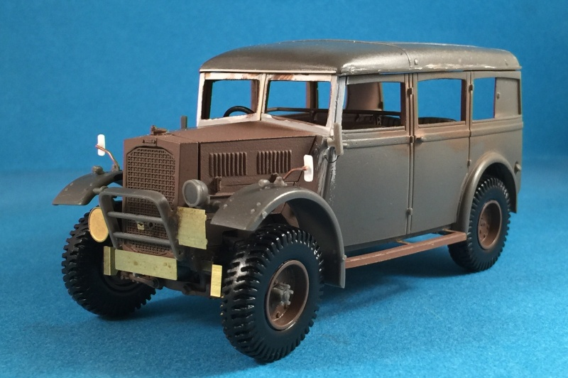 "La BBC en action - ""Humber staff car"" Accurate Armour + figurines Bronco et scratch - 1/35 Img_1810"