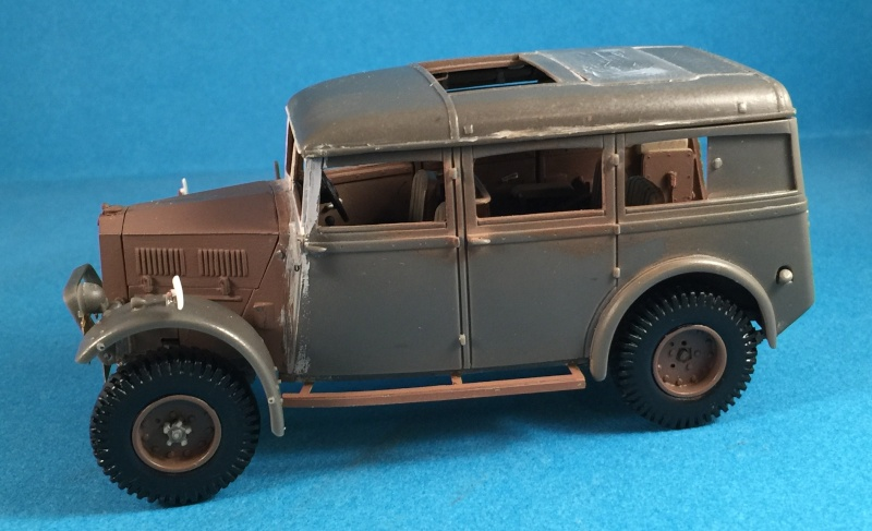 "La BBC en action - ""Humber staff car"" Accurate Armour + figurines Bronco et scratch - 1/35 Img_1811"