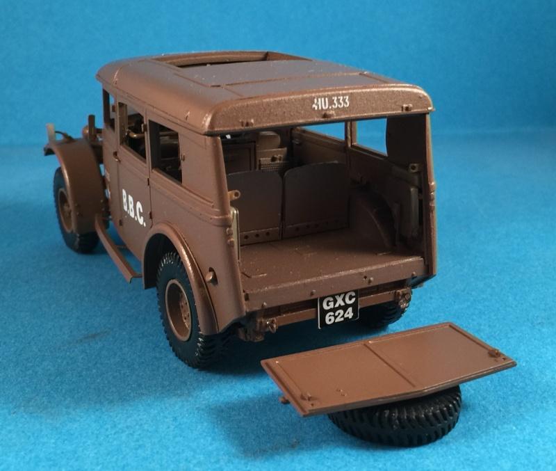 "La BBC en action - ""Humber staff car"" Accurate Armour + figurines Bronco et scratch - 1/35 Img_1814"