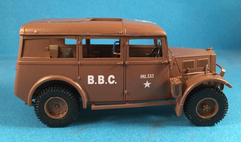 "La BBC en action - ""Humber staff car"" Accurate Armour + figurines Bronco et scratch - 1/35 Img_1815"
