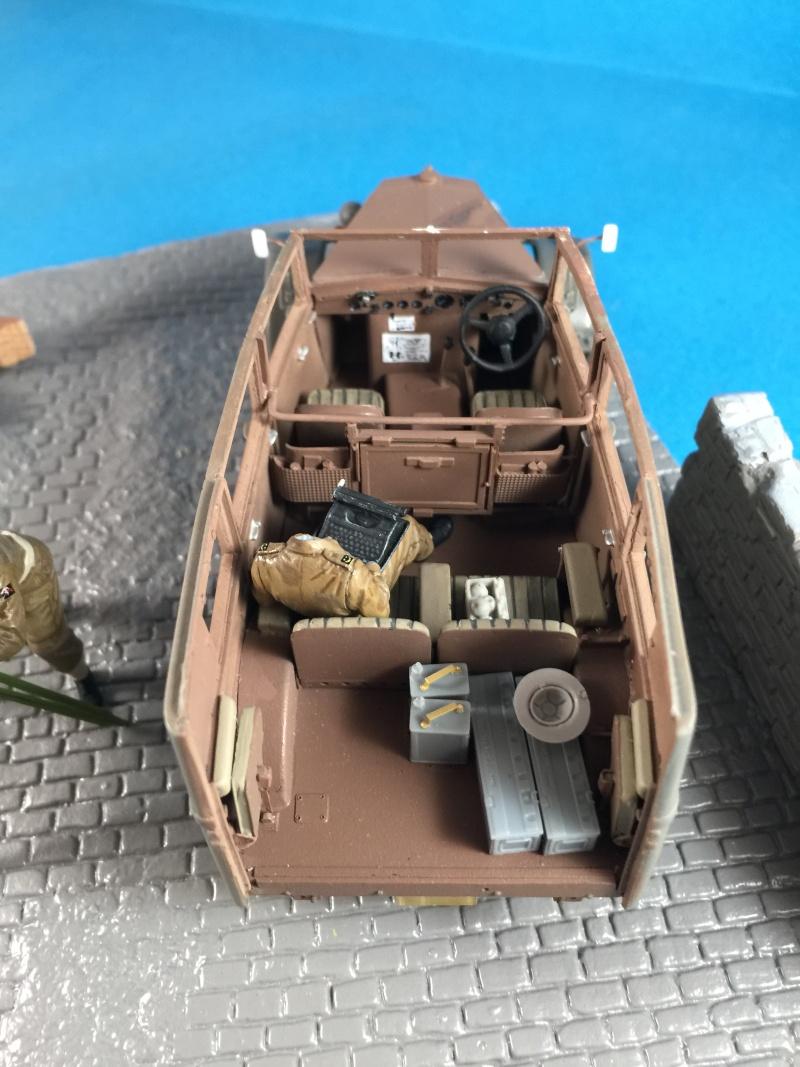 "La BBC en action - ""Humber staff car"" Accurate Armour + figurines Bronco et scratch - 1/35 Img_1818"