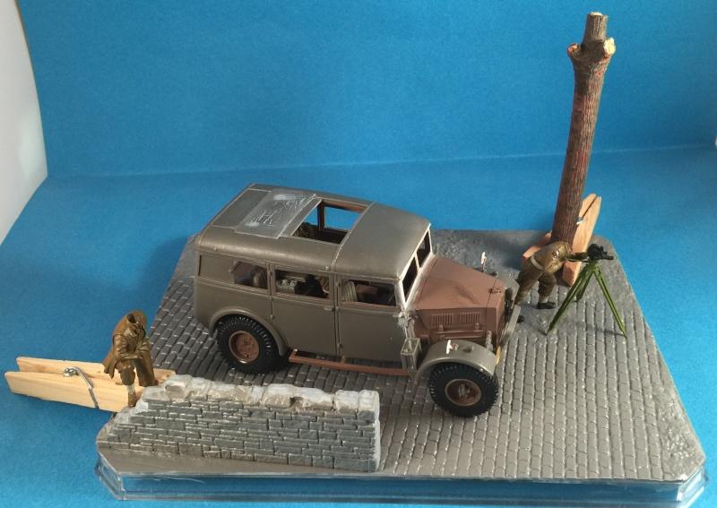 "La BBC en action - ""Humber staff car"" Accurate Armour + figurines Bronco et scratch - 1/35 Img_1819"