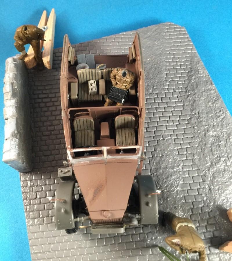 "La BBC en action - ""Humber staff car"" Accurate Armour + figurines Bronco et scratch - 1/35 Img_1821"