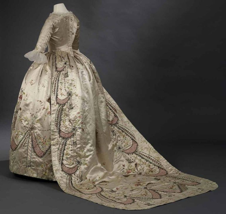 les robes à panier de Marie-Antoinette - Page 5 18th-c10