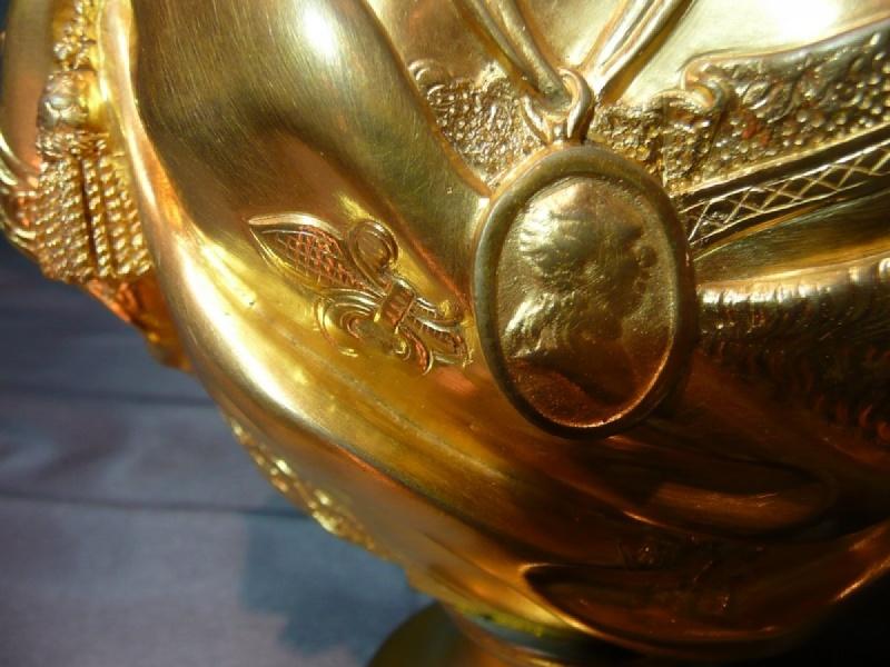 A vendre: bustes Marie Antoinette - Page 4 Antics11