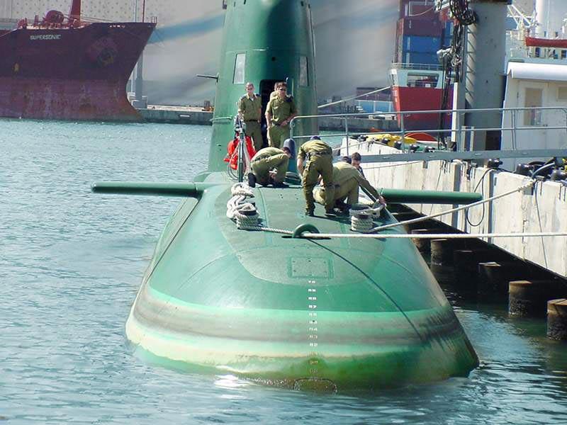 Sous-marin CASABIANCA - Page 2 Dolphi10