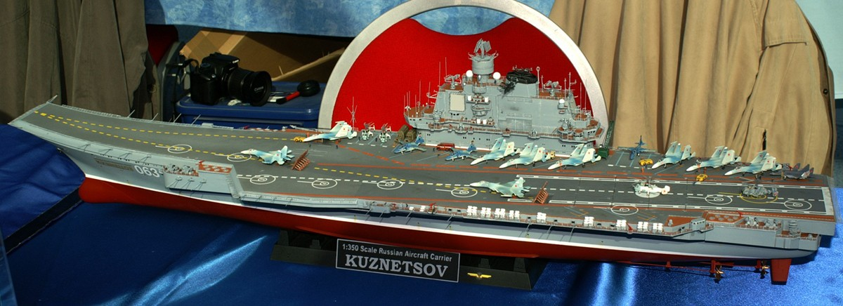 Admiral Kuznetsov 1/350ème de Trumpeter. P1000210