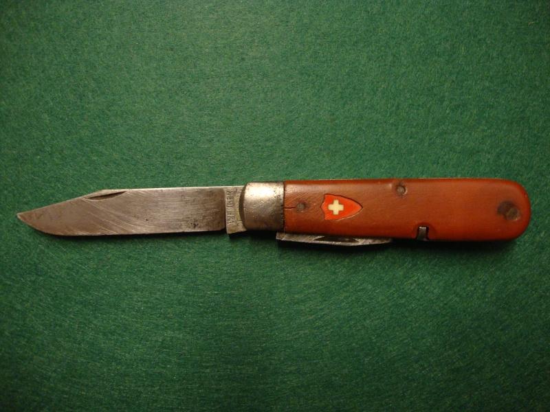 Couteaux de Soldat et Couteaux Officier Suisses. Dsc04916