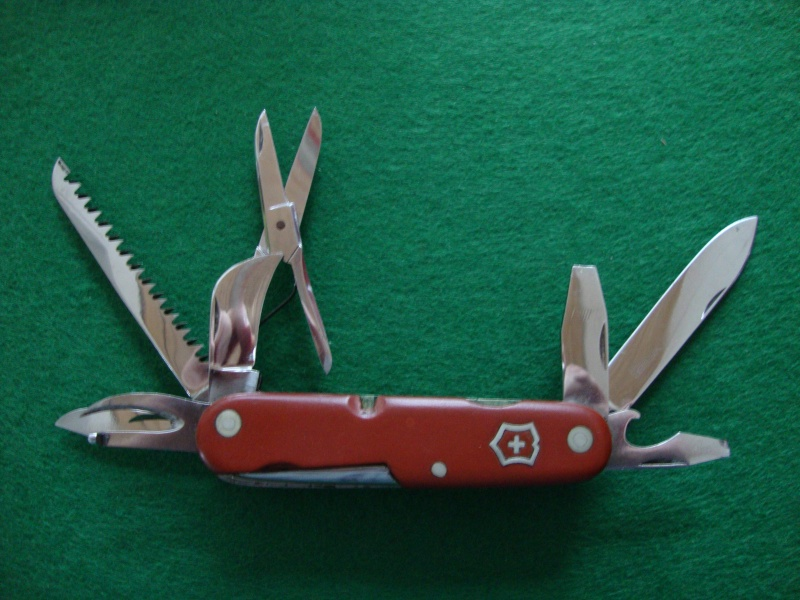 Couteaux de Soldat et Couteaux Officier Suisses. Dsc05112