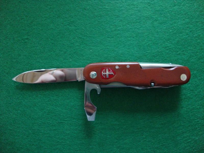 Couteaux de Soldat et Couteaux Officier Suisses. Dsc05211