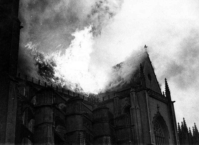 1972 - L'INCENDIE DE LA CATHÉDRALE SAINT-PIERRE & SAINT-PAUL Incend10