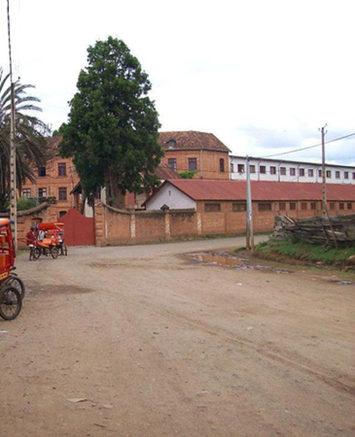 [Campagne] ANTSIRABE - Page 13 Colleg10