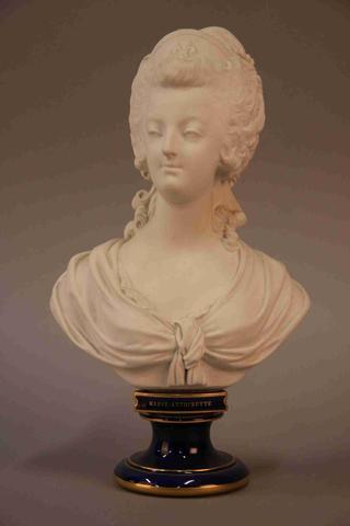 A vendre: bustes Marie Antoinette - Page 4 19201210