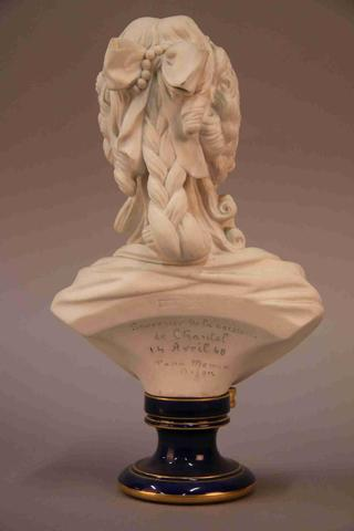 A vendre: bustes Marie Antoinette - Page 4 19201310