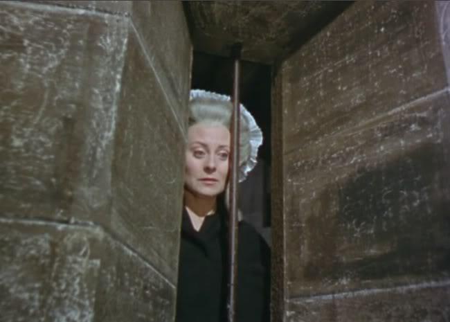Au cinéma : la Reine séparée de son Fils Marie_13