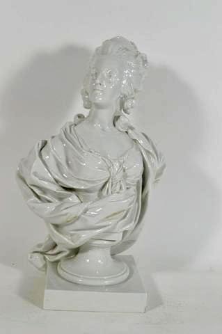 A vendre: bustes Marie Antoinette - Page 4 Moreau10
