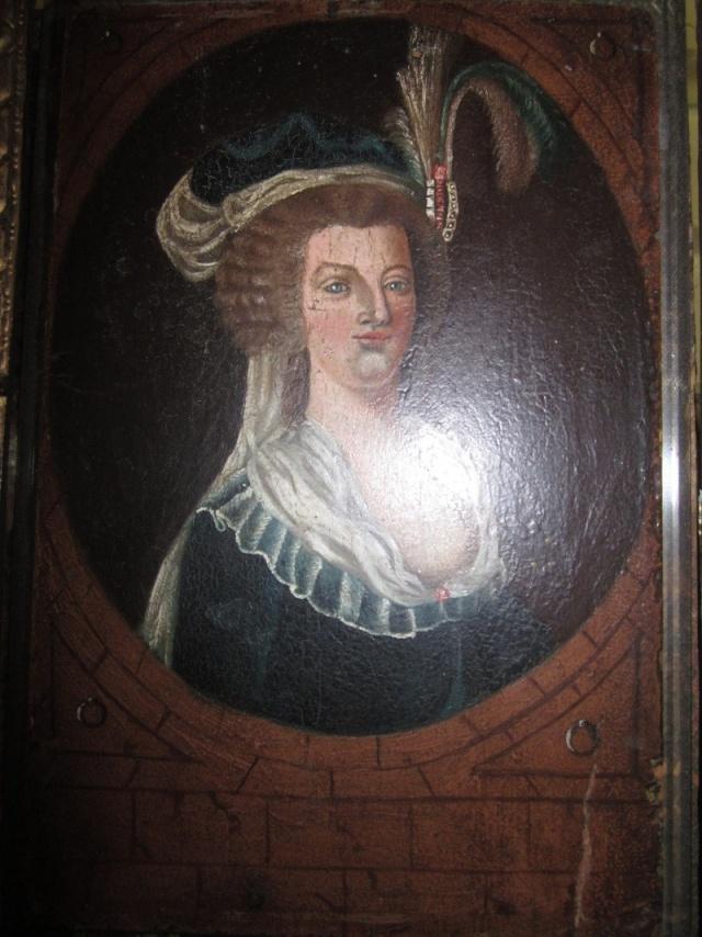 Le plus moche portrait de Marie-Antoinette - Page 2 Plaque11