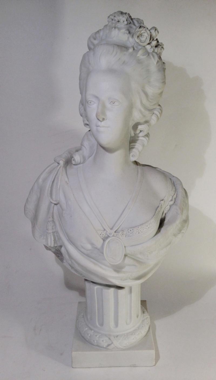A vendre: bustes Marie Antoinette - Page 4 Ztourz12