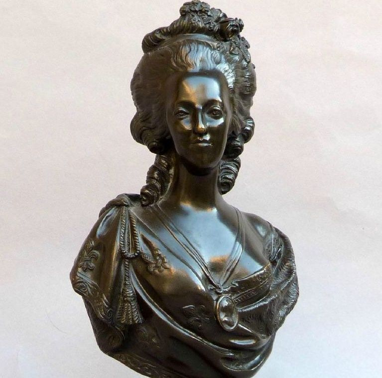 A vendre: bustes Marie Antoinette - Page 4 Zzb11